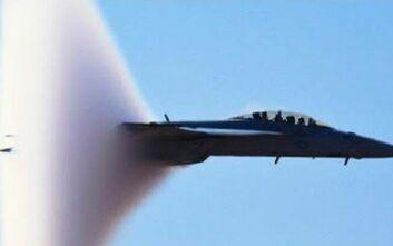 Πώς σπάει το φράγμα του ήχου από ένα αεροσκάφος – Τι είναι το sonic boom που τάραξε το Παρίσι