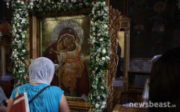 Κοσμοσυρροή σε εκκλησία στο Βύρωνα: Για εικόνα της Παναγίας που δάκρυσε μιλούν οι πιστοί