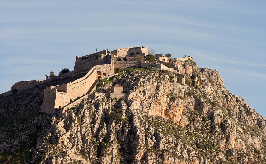 Το φρούριο που σε συνδέει με την ιστορία με 999 σκαλιά