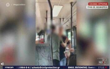 Ξύλο μεταξύ επιβατών σε λεωφορείο για τη χρήση μάσκας