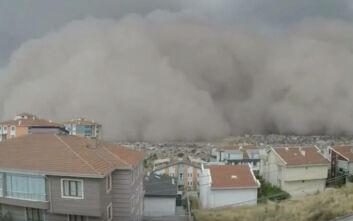 Εντυπωσιακές εικόνες από σπάνια αμμοθύελλα που «σκέπασε» την Άγκυρα