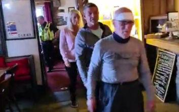 Απίθανο σκηνικό στην Αγγλία: Ο 80χρονος που έψαχναν, εμφανίστηκε στη συνέντευξη Τύπου για τον εντοπισμό του