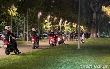 Τα ΜΑΤ κύκλωσαν άτομα σε αντιφασιστική παρέμβαση στη Θεσσαλονίκη – 51 συλλήψεις και ποινικές διώξεις
