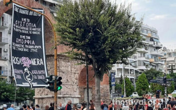 Συγκέντρωση αντιεξουσιαστών για την κατάληψη Rosa Nera στη Θεσσαλονίκη - «Ένας πλανήτης δύο κόσμοι»