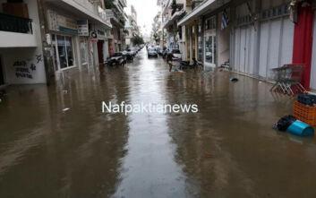 Κακοκαιρία: Πλημμύρες σε σπίτια στο Μεσολόγγι – Άνθρωποι εγκλωβίστηκαν στην Γαβρολίμνη
