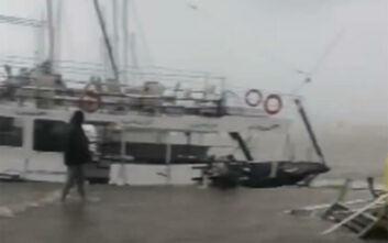 Κακοκαιρία Ιανός: Νέα βίντεο από το «χτύπημα» του κυκλώνα στην Κεφαλονιά - Η θάλασσα βγήκε στη στεριά