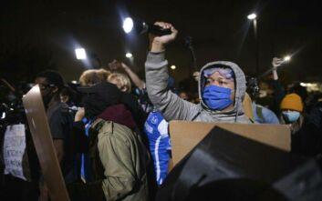 Έκρηξη οργής στις ΗΠΑ: Διαδηλώσεις για τον φόνο 29χρονου μαύρου από την αστυνομία - «Τον πυροβόλησαν 20 φορές»