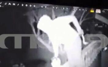 Τρόμος στην Ανάβυσσο: Βίντεο ντοκουμέντο με τους ληστές που εισέβαλαν σε σπίτια