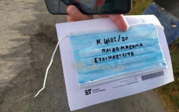 Κρήτη: Γονείς δεν άφησαν τα παιδιά τους να πάνε σχολείο - Διαμαρτυρία με μάσκες με συνθήματα