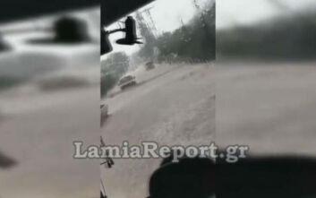 «Ποτάμι» έγινε η Λαμίας – Καρπενησίου: Δείτε βίντεο μέσα από λεωφορείο στο Λιανοκλάδι