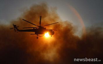 Φωτιά στην Ανάβυσσο: Ο Ήλιος κρύφτηκε πίσω από τους πυκνούς καπνούς - Αποκαλυπτικές εικόνες από την εναέρια κατάσβεση