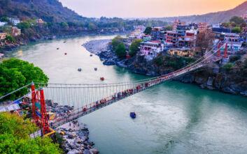 Γαλλίδα τράβηξε άσεμνο βίντεο σε ιερή γέφυρα της Ινδίας και το «ανέβασε» στο Instagram