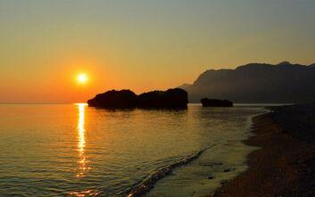 Παραλία Χιλιαδού: Η ιδανική παραλία για τα μπάνια του Σεπτεμβρίου