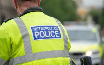 Λονδίνο: Αυτοκίνητο παρέσυρε αστυνομικό που είχε πάει σε σκηνή μαχαιρώματος
