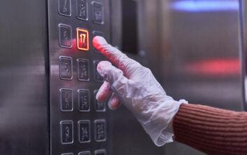 Έρευνα: Αν βήξει ασθενής με κορονοϊό μέσα σε ασανσέρ, δεν είναι ασφαλές ακόμα και μισή ώρα μετά