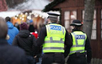 Αστυνομικός που είχε παίξει σε ντοκιμαντέρ της αγγλικής τηλεόρασης αποδείχθηκε ότι ήταν παιδόφιλος που κυνηγούσαν οι Αρχές
