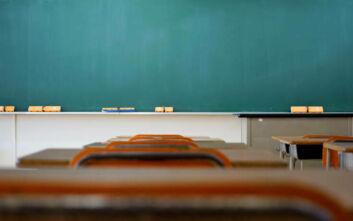 Παντρεμένη δασκάλα κακοποίησε σεξουαλικά 15χρονο μαθητή, τον εκβίαζε για να κρατήσει το στόμα του κλειστό