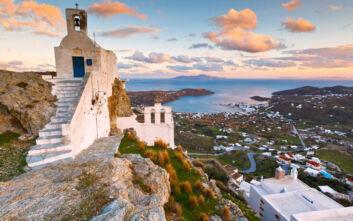Bloomberg: Μυστήριο με τις «ασυντόνιστες» καραντίνες για τα ελληνικά νησιά