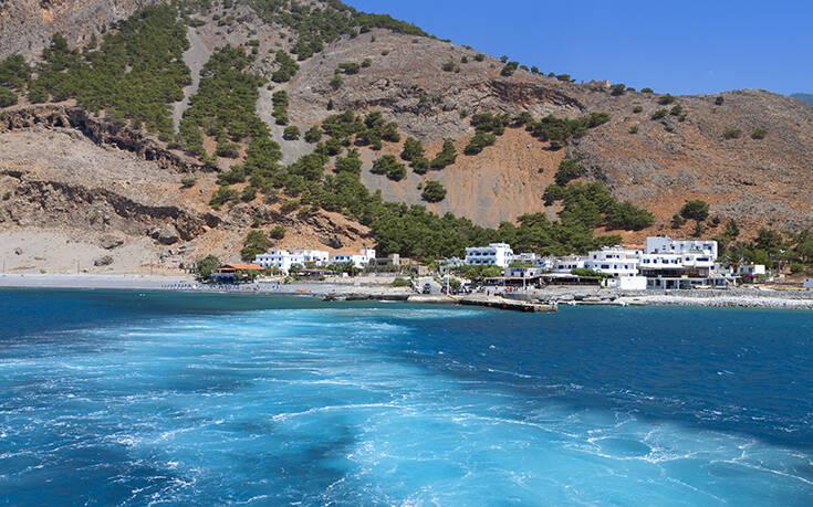 Το ελληνικό χωριό που για να φτάσεις πρέπει να διασχίσεις το μεγαλύτερο φαράγγι