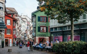 Οι Ελβετοί αποφάσισαν για τον μισθό τους: 21 ευρώ την ώρα, 3.800 μεικτά το μήνα - «Δεν φτάνουν» λένε τα συνδικάτα
