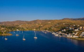Το αγαπημένο νησί των Αθηναίων με την κοσμοπολίτικη ατμόσφαιρα σε απόσταση μιας ώρας από την Αττική