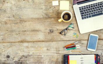 Πώς να μετατρέψετε το τραπέζι σε γραφείο χωρίς να το φθείρετε