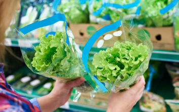 Τι μπορείτε να κάνετε με το περιεχόμενο μιας συσκευασίας πράσινης σαλάτας