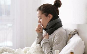 «Δεν είναι εύκολο να ξεχωρίσει κανείς τη γρίπη από τον κορονοϊό» - Ποιοι οι φόβοι του φετινού χειμώνα