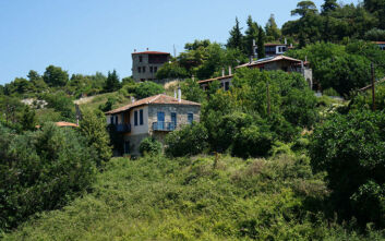Το άγνωστο χωριό της Χαλκιδικής στις πλαγιές του βουνού Ίταμου