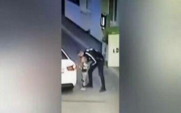 Βίντεο σοκ με 29χρονο να απαγάγει 4χρονη σε βενζινάδικο στην Ουκρανία