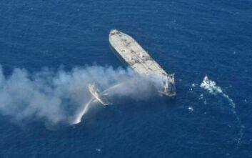 Παραμένει στις φλόγες το τάνκερ New Diamond στη Σρι Λάνκα - Στο πλήρωμα και Έλληνες ναυτικοί