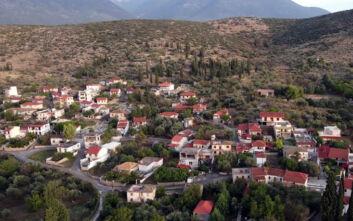 Το χωριό της Φωκίδας που έγινε γνωστό από τον Κώστα Χατζηχρήστο