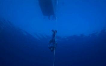 Παγκόσμιο ρεκόρ στην ελεύθερη κατάδυση στην Καλαμάτα - Ένας Γάλλος έφτασε στα 112 μέτρα βάθους