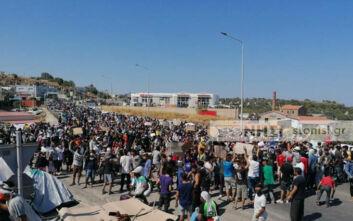 Διαμαρτυρία προσφύγων και μεταναστών στο Καρά Τεπέ: «Θέλουμε να φύγουμε»