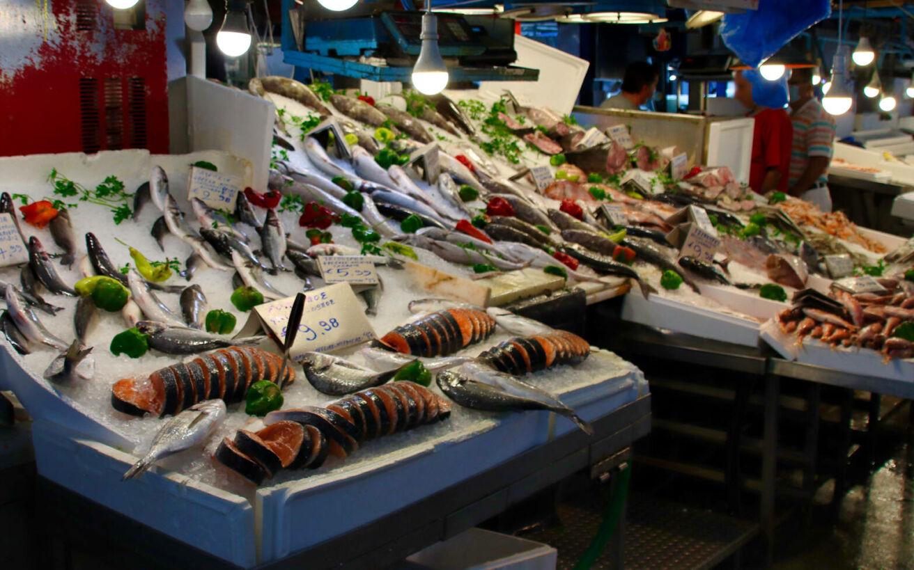 Μάθετε πώς να ξεχωρίζετε το φρέσκο ψάρι