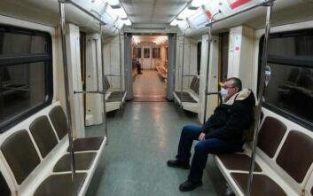 Μόνο με μάσκα και γάντια η επιβίβαση στα μέσα συγκοινωνίας της Μόσχας
