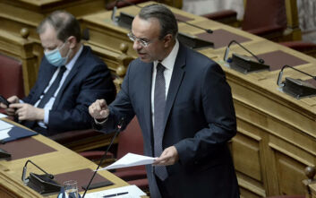 Αντιπαράθεση για το νομοσχέδιο ρύθμισης οφειλών - «Κρείττον του λελείν, το σιγάν» είπε στον ΣΥΡΙΖΑ ο Σταϊκούρας