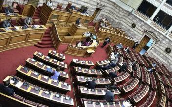 Ανέβηκαν οι τόνοι στη Βουλή για τη διαχείριση της πανδημίας του κορονοϊού - «Βέλη» ανάμεσα σε Κικίλια και Σκουρλέτη