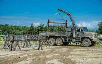 Συνεχίζονται οι εργασίες κατασκευής τεχνιτών εμποδίων και θέσεων μάχης στον Έβρο