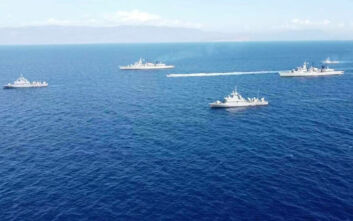 Oruc Reis: Εικόνες από τα πλοία του Πολεμικού Ναυτικού να έχουν σχηματίσει «ασπίδα» στο Καστελόριζο