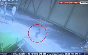 Βίντεο ντοκουμέντο από την ημέρα που εξαφανίστηκε η 19χρονη στο Κορωπί: Η έκκληση του πατέρα της