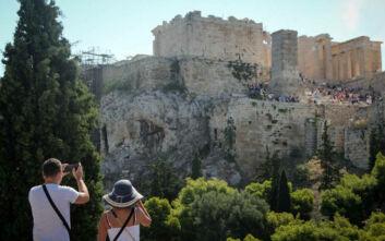 Η κατάρρευση των τουριστικών εισπράξεων και το δύσκολο δημοσιονομικό μέτωπο