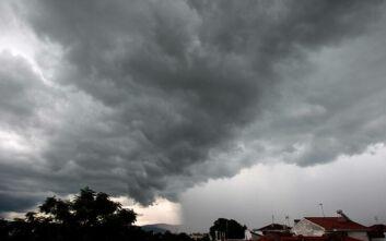 Καιρός: Επιδείνωση με βροχές, καταιγίδες και χαλαζοπτώσεις - Σε ισχύ το έκτακτο δελτίο