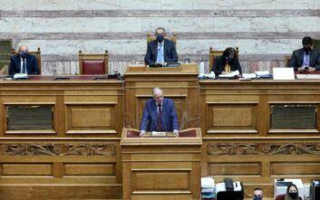 Υπερψηφίστηκαν οι αλλαγές στον Κανονισμό της Βουλής - Αντιπαράθεση για τα κριτήρια πρόσληψης και αξιολόγησης των υπαλλήλων