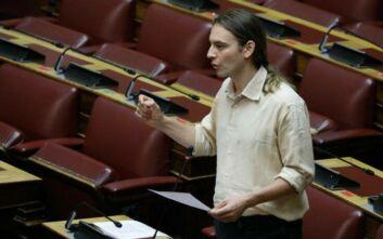Χαμός στη βουλή για τη «φούστα ή τη… φουστανέλα του Βαρουφάκη»