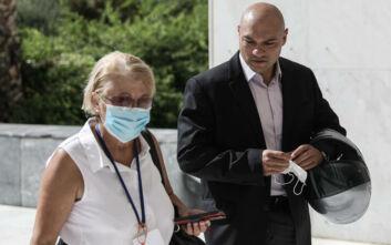 Δίκη Χρυσής Αυγής: Με τη μητέρα του στο δικαστήριο ο Γιώργος Γερμενής - «Εγώ συντηρώ την οικογένεια μου»