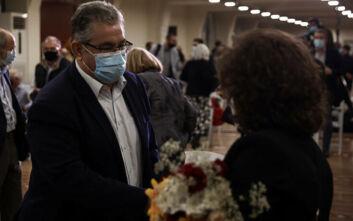 Ο Κουτσούμπας υποδέχθηκε την Μάγδα Φύσσα στην εκδήλωση παρουσίασης της έκδοσης για τη δίκη της ΧΑ