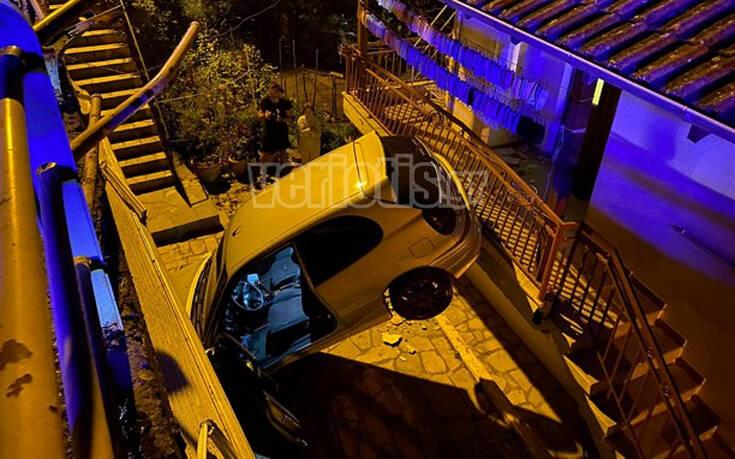 Βέροια: Αυτοκίνητο «πέταξε» και προσγειώθηκε σε αυλή σπιτιού 10
