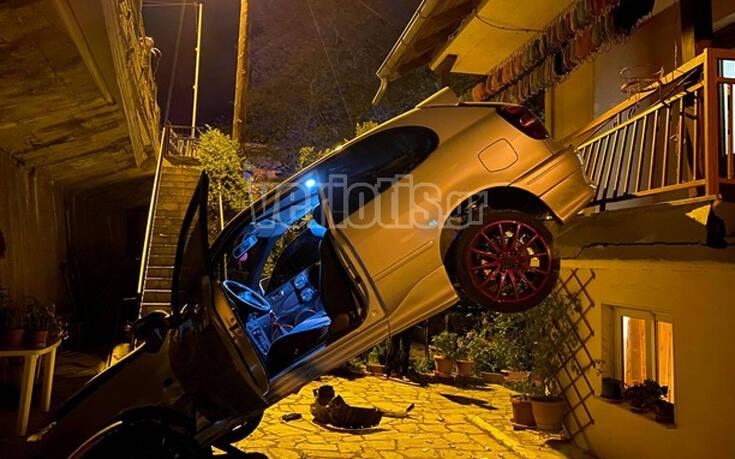 Βέροια: Αυτοκίνητο «πέταξε» και προσγειώθηκε σε αυλή σπιτιού 14