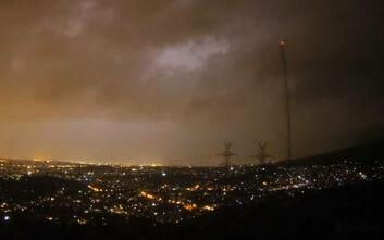 Καιρός: Η ισχυρή καταιγίδα που έπληξε την Αθήνα μέσα σε λιγότερο από ένα λεπτό